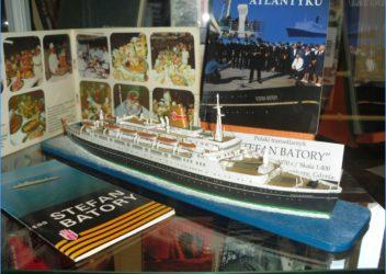 Wielkie-małe statki w bibliotecznym porcie