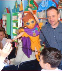 Czytają, malują, opowiadają – dąbroszyńskie dzieci, które kochają książki.